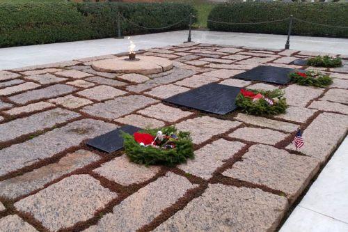Llama eterna en la tumba de John F. Kennedy