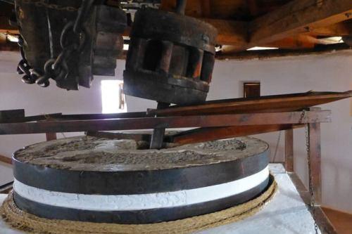Maquinaria de molienda original de un molino de La Mancha