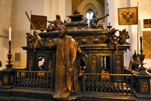 Mausoleo de Luis IV de Baviera en la Catedral de Múnich