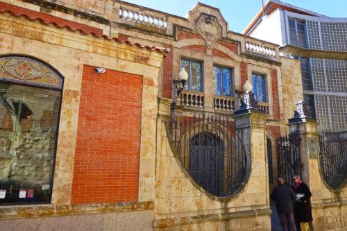 Entrada al Museo de Art Nouveau y Art Decó en la Casa Lis