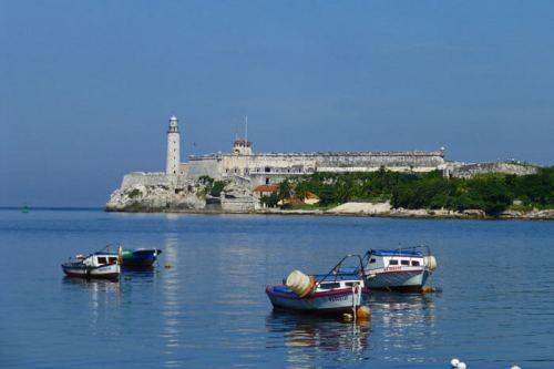 Castillo de los Tres Reyes Magos del Morro desde el Malecón de La Habana