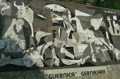 Mural en Guernica, copia del cuadro de Pablo Picasso