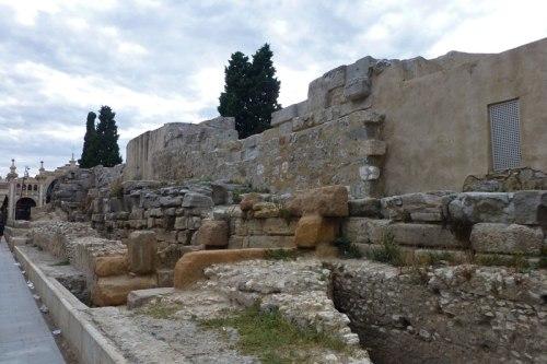 Restos de la muralla romana junto a la Plaza del Pilar, ruta caesaraugusta