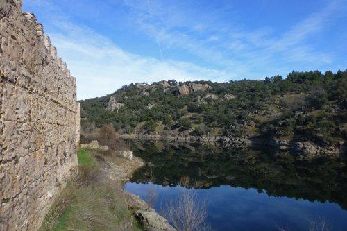 Murallas de Buitrago junto al río Lozoya