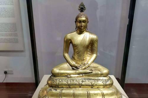 Escultura budista en el Museo Nacional de Colombo
