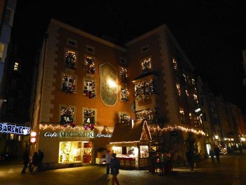 Calles de Innsbruck decoradas para las fiestas de Navidad