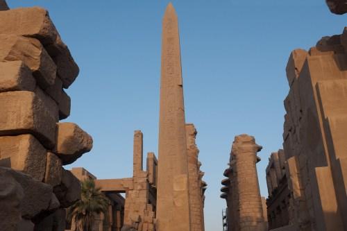 Obelisco egipcio a la entrada del Templo de Lúxor