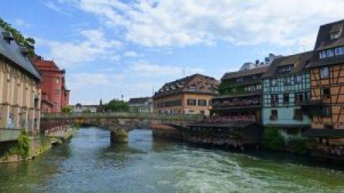Canal de Estraburgo atravesando el casco histórico