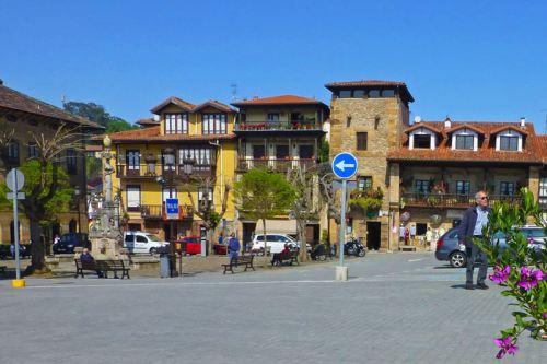 Plaza de Joaquín de Piélago, antes conocida como Plaza de los Tres Caños