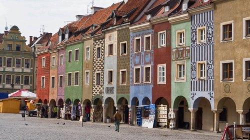 La bella Plaza del Mercado acoge el mercado navideño de Poznan