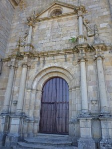 Portada de la iglesia del Monasterio San Vicente del Pino