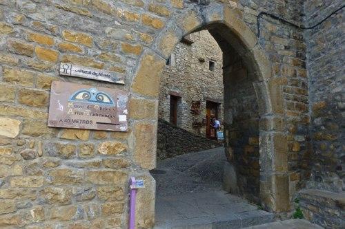 Portal de Afuera, una de las puertas del segundo recinto amurallado de Aínsa