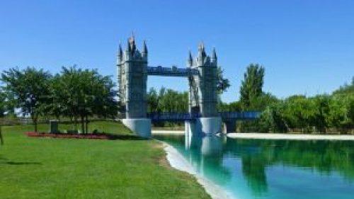 Puente de la Torre de Londres en el Parque Europa