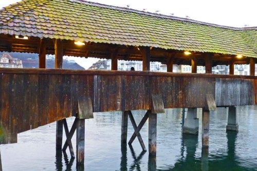 Estructura de madera del Puente de la Capilla de Lucerna