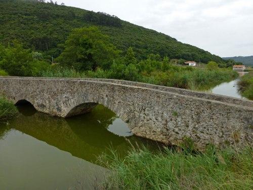 Puente Romano sobre el canal de la Marisma Victoria en Noja