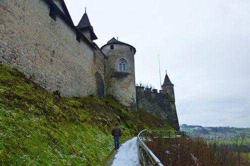 Sendero junto al Castillo de Gruyeres