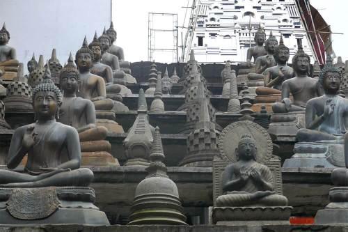 Réplica del Templo Borobudur en el Templo Gangaramaya de Colombo