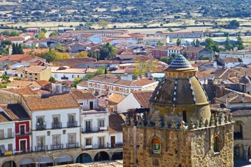 Torre del Alfiler vista desde el Castillo de Trujillo