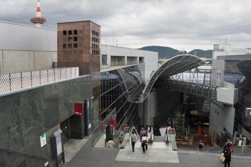 Kyoto Tower junto a la Estación de Kioto