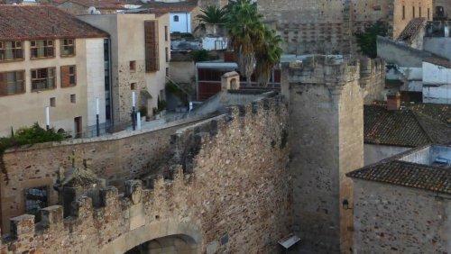Torre de los Púlpitos, torres de la muralla de Cáceres