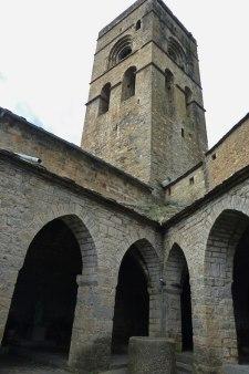 Torre y claustro de la Iglesia de Santa María