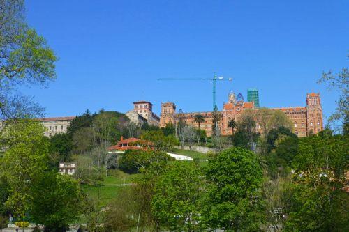 Universidad Pontificia de Comillas, una de las primeras obras con elementos modernistas construida en España