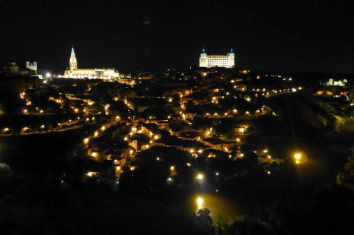 Vista nocturna de Toledo, conocida como la Ciudad de las Tres Culturas