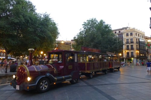 Zocotren en la Plaza de Zocodover, cómo moverse por Toledo, transporte de Toledo