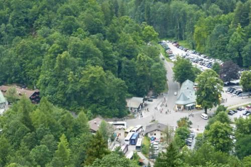 Zona de aparcamientos en Füssen, a los pies de los castillos del Rey Loco