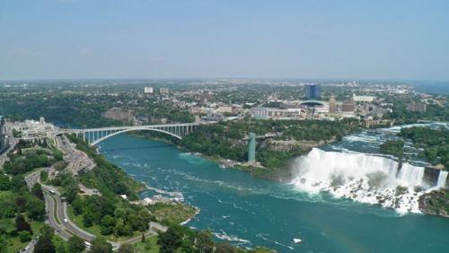 Vista panorámica de las Cataratas del Niágara o Niagara Falls