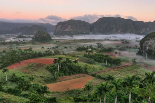 Atardecer en el Parque Nacional Valle de Viñales de Cuba