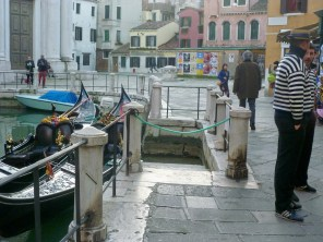 (not so) Sneaky photo of gondoliers