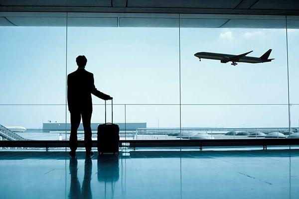 Atraso ou cancelamento de voo por mau tempo gera indenização