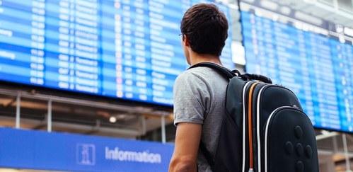 Atenção, pais: adolescente desacompanhado é desamparado pela empresa aérea após atraso de voo