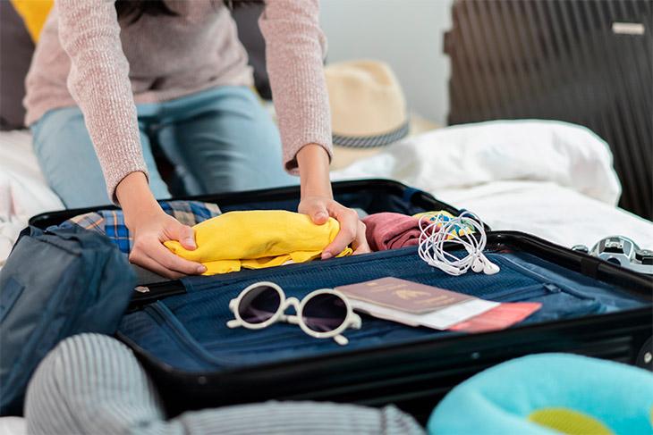 Faça as malas e separe os documentos necessários