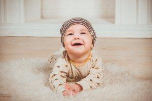 bebé en mantita