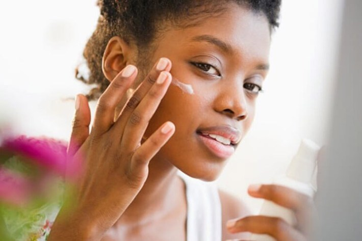 How to Use Sunscreen When Wearing Makeup