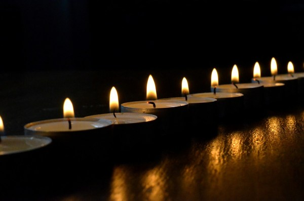 tea-lights-502779_1280