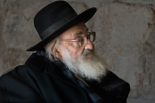photo of religious man in Jerusalem