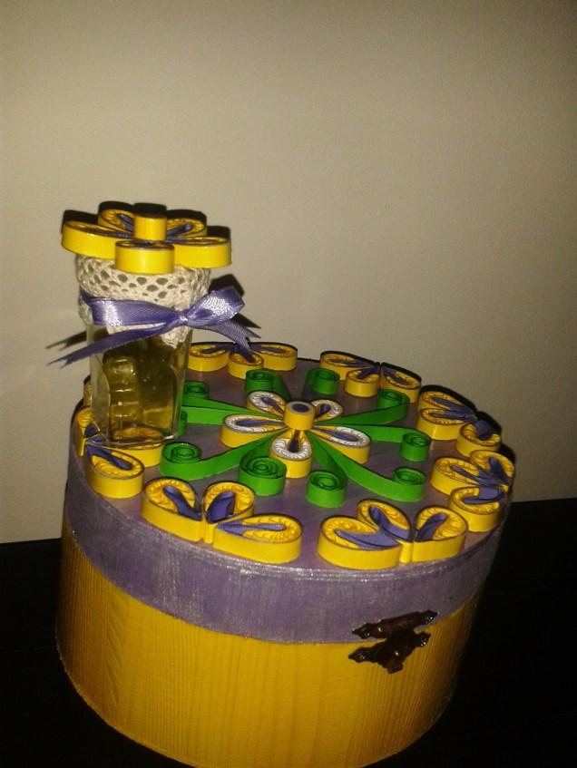 cutii decoratiuni cu mov si galben handmade quillingforyou (25)