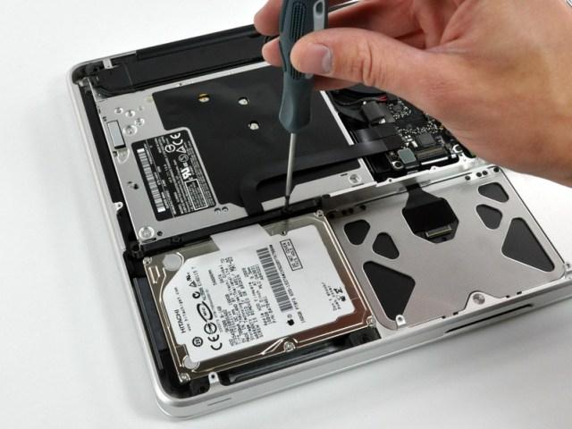 Figura 5 - Il disco rigido nel MacBook Pro 13''.