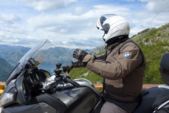 De mota pela Croácia e Montenegro.