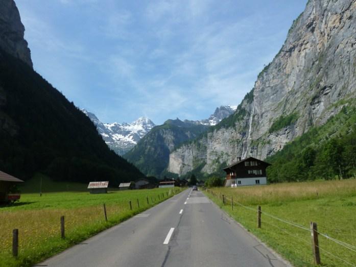 Viagem de mota pela Suíça e Alpes. Em Vale de Lauterbrunnen.