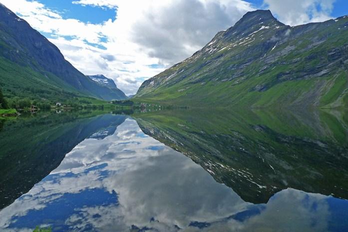 Eidsvatnet, lago pela estrada RV 63 a caminho de Geiranger