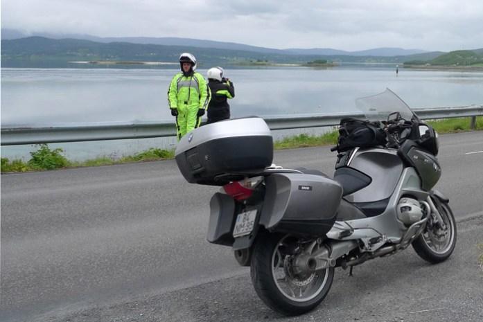 Ilhas Lofoten de mota. Viagem de Mota noruega