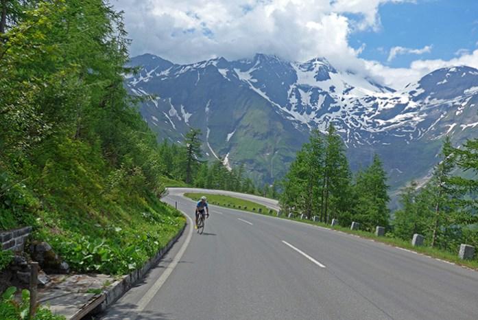 Grossglockner passagem de montanha alpina. Áustria