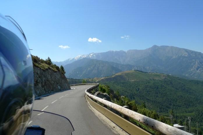 de mota Pela Col de Sorba Estrada D69 na Alta Córsega