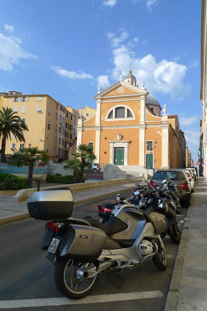 De mota pela Córsega. Cidade de Ajaccio