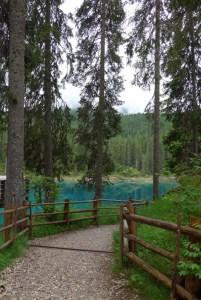 Estradas de Montanha nos Alpes. Lago di Carezza