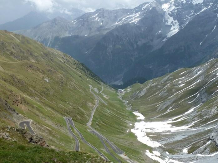 de mota pelos alpes. Estrada desde Trafoi até ao topo do Passo dello Stelvio